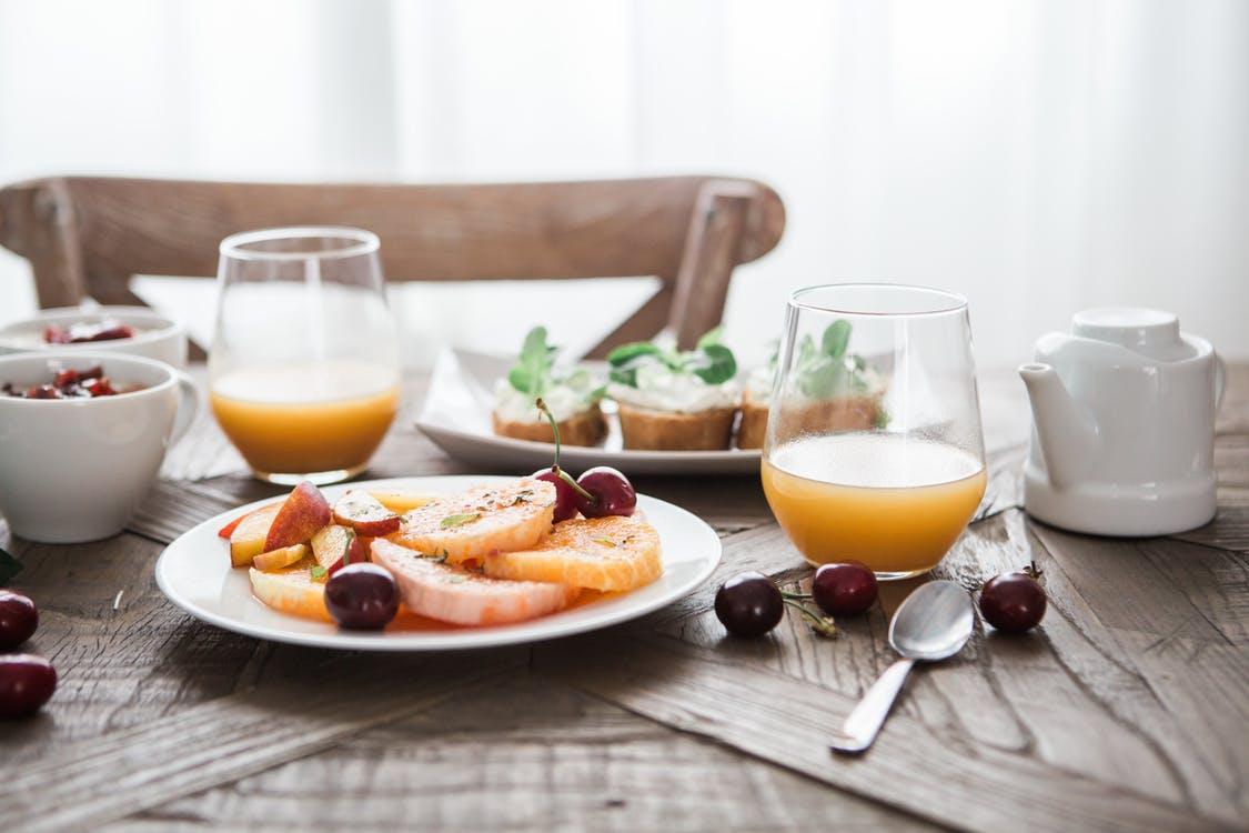 甘いものを控える方法「朝食をとる」