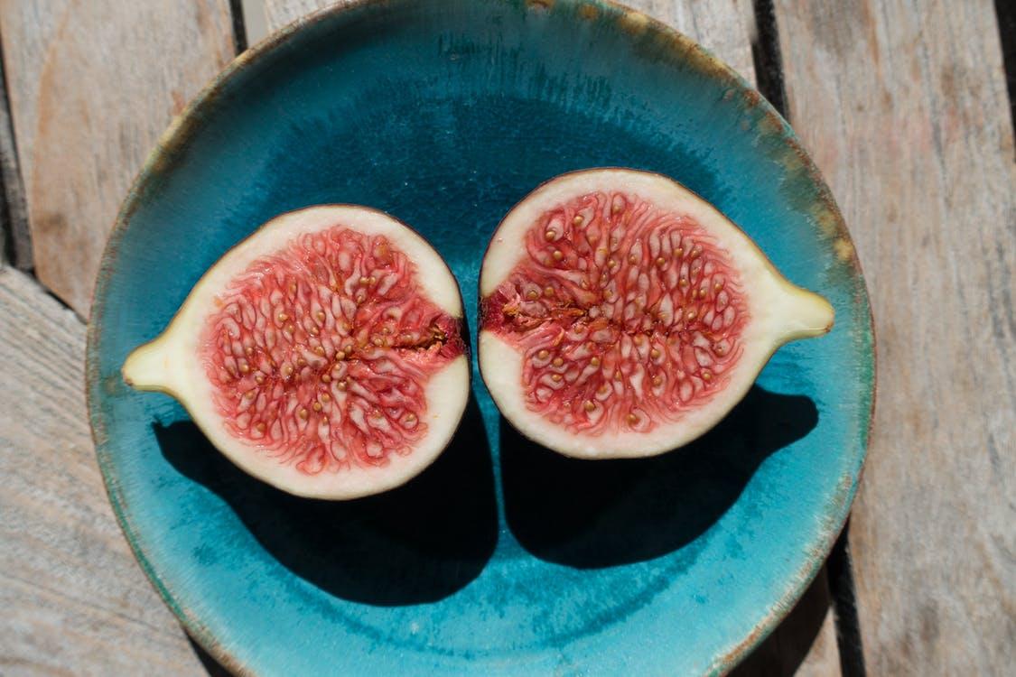 甘いもの:果物を食べる