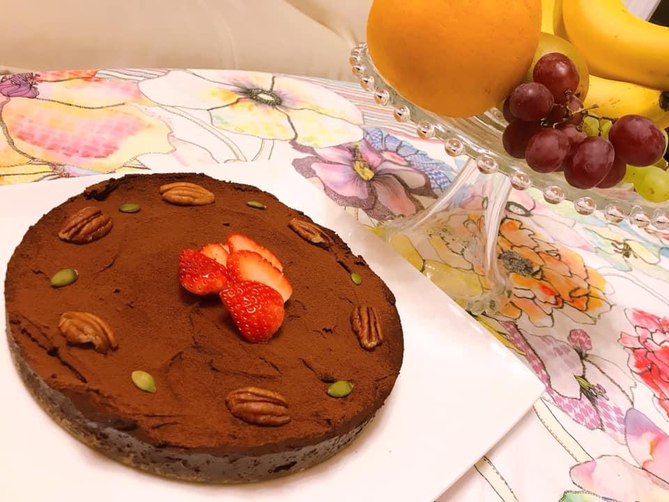 《ローチョコレートケーキ》