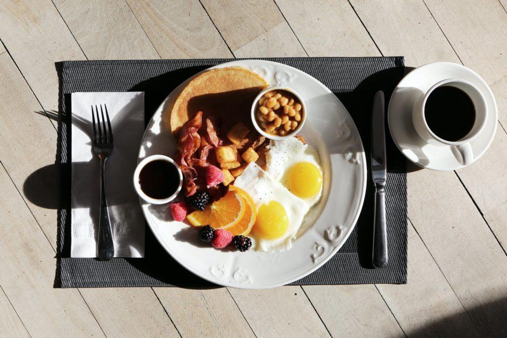 朝食を食べない人の方が太りやすい